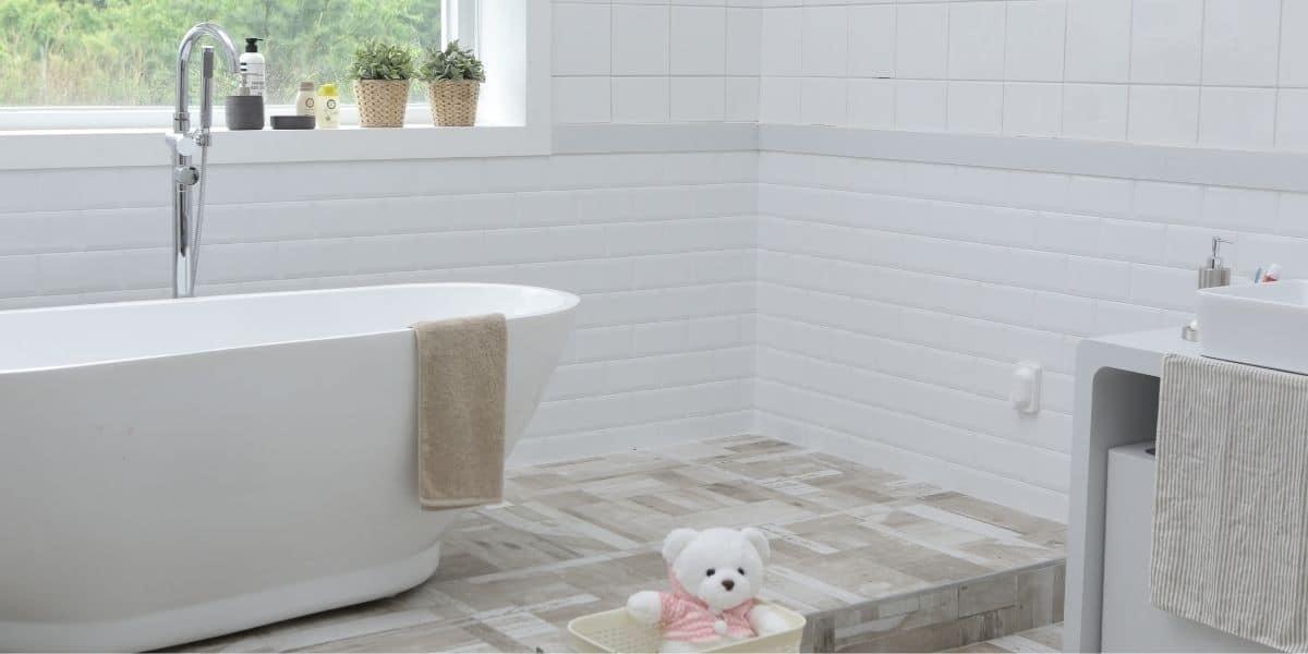 gap between tub and floor tile