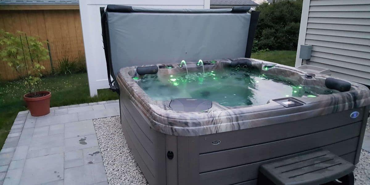 hot tub clicks but wont turn on