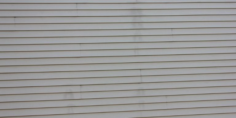 remove stain from vinyl siding
